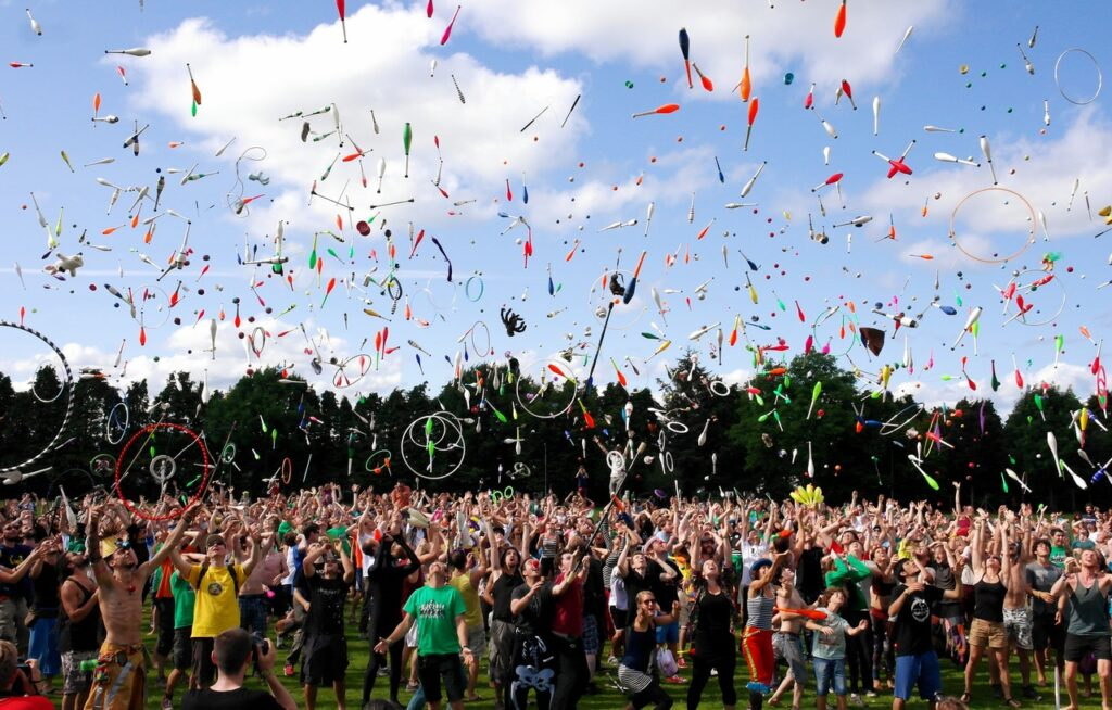 mobile app retention - a happy crowd throwing confetti in the air